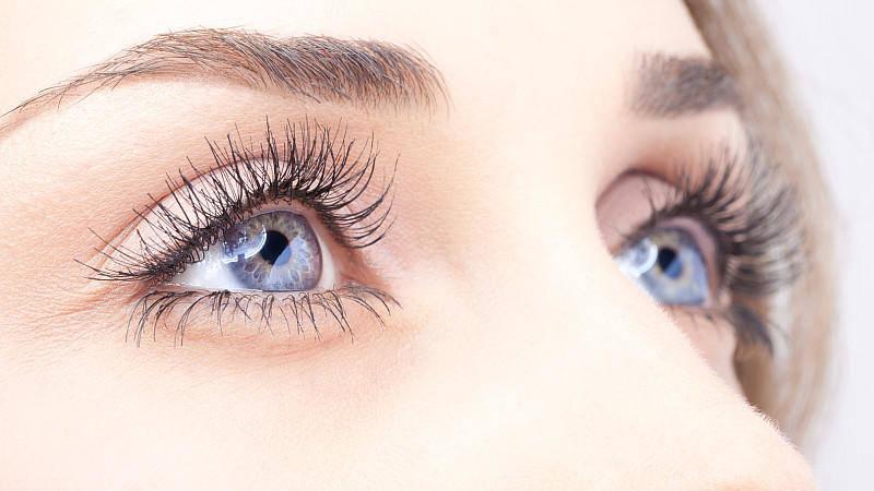 Augenbrauen und Wimpern färben in Bern