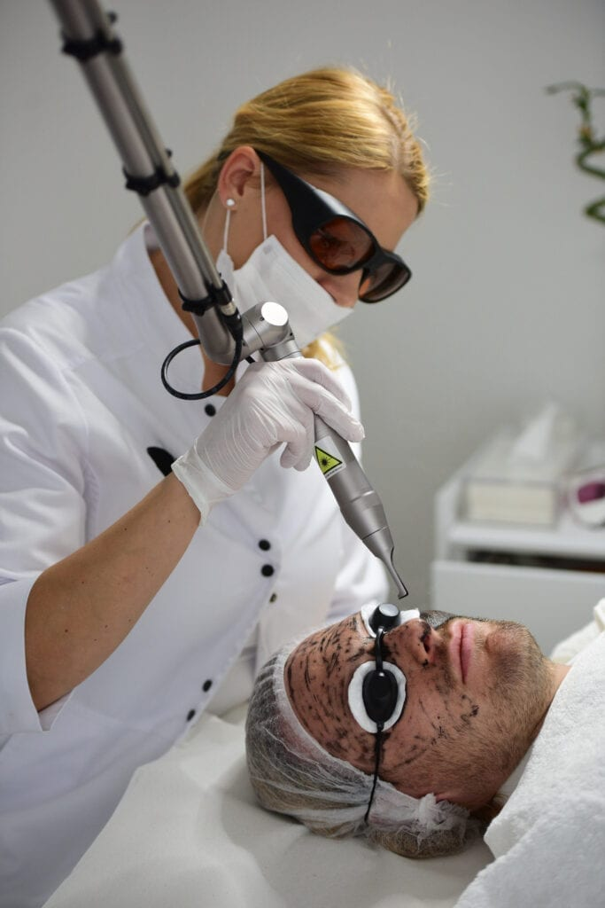 Carbon Peeling - Hollywood Peeling @ Madame Beauty Institut Bern