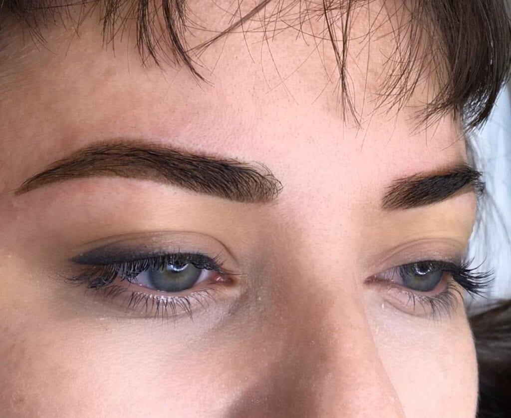 Permanent make up Augenbrauen in Bern. Jetzt Termin vereinbaren.